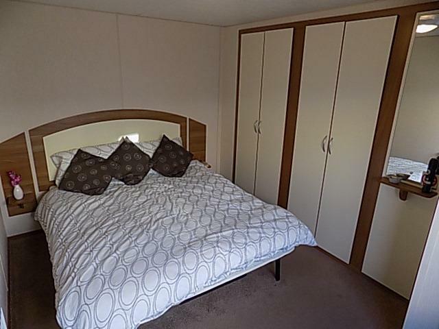 J29 bedroom